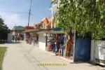 Торговые ряды с пляжными принадлежностями в Джемете