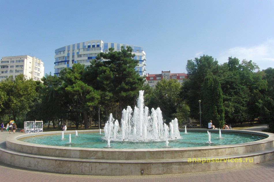 Фонтан возле ККЗ «Победа» в Анапе, 1.09.2014