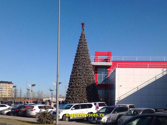30.12.2013, елка возле торгового центра «Красная площадь»