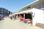Торговые павильоны с курортными товарами, сувенирами в Джемете
