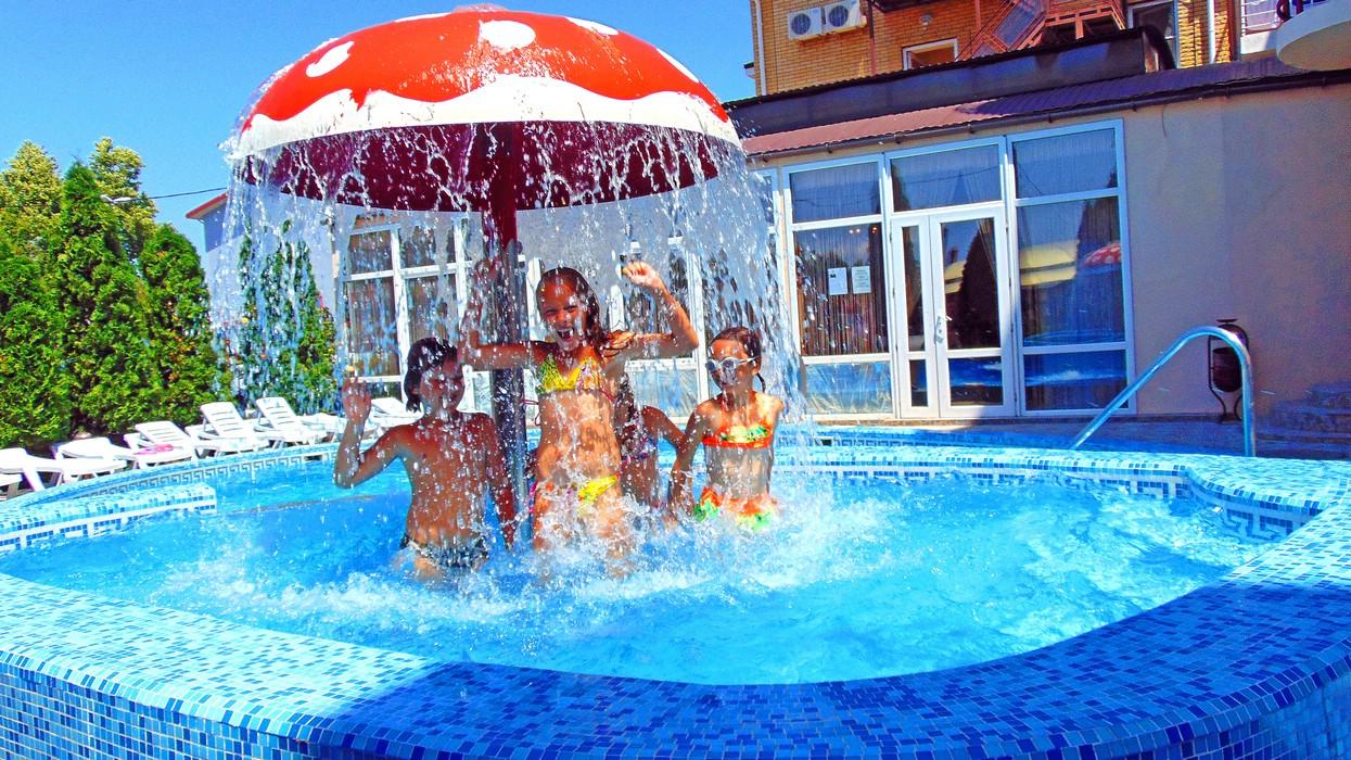 Отдых в гостинице с бассейном в Витязево